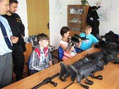 Děti si na stanici prohlédly třeba i výstroj prvosledových jednotek
