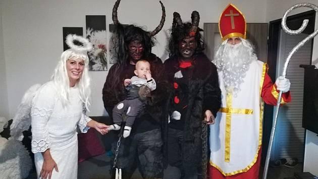Hedvika Mikešová z Jablonce nad Nisou už má pět let na 5. prosince stejný program. Navštěvuje děti svých známých v kostýmu anděla.