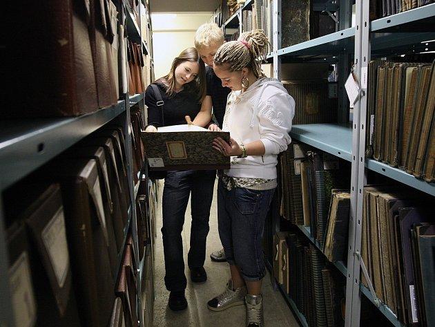 Městský archív přivítal studenty ze ZŠ Mozartova.