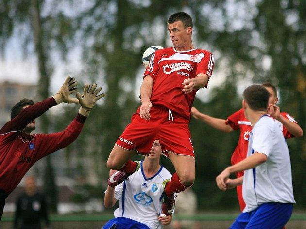 Jiskra Mšeno porazila v domácím utkání Nový Bydžov (v bílém) 2:0.