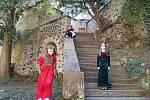 RENESANČNÍ POKRMY mohli první návštěvníci hradu a zámku ve Frýdlantě ochutnávat u příležitosti odstartování nové turistické sezony. Ale ochutnávat chodil každý.