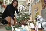 Vyrobte si věnec přímo v květinářství při tvůrčích dílničkách. Floristka Jana Harasimovičová v květinářství Gracia prozradila, že bílá a pudrové tóny.
