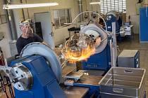 Brožura Expedice sklo zavede turisty třeba i do výroby železnobrodské firmy Detesk. Společnost se specializuje na dekorační a technické sklo.
