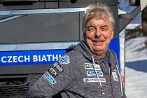 Martin Žák vozí druhou sezónu kamionem speciální přívěs Českého biatlonového svazu po Světových pohárech po celé Evropě.