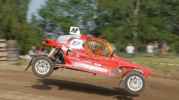 VICEMISTR. Jablonecký závodník v autokrosu Jiří Šikola měl v letošním roce úspěšnou sezonu, ve které obsadil druhé místo v seriálu MMČR.