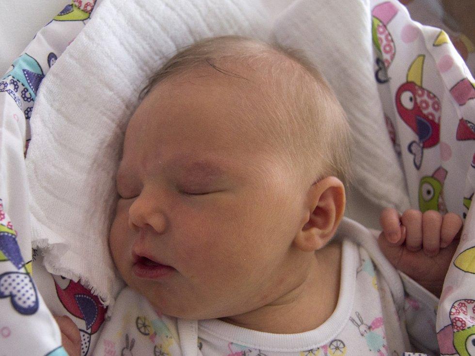 EMA LUFINKOVÁ se narodila v sobotu 19. srpna mamince Renatě Lufinkové z Nové Vsi nad Nisou. Měřila 48 cm a vážila 3,38 kg.