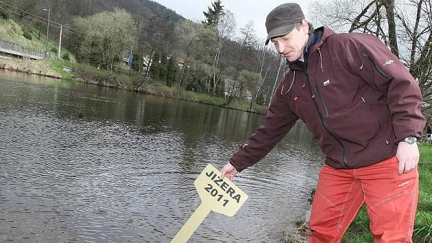 Vodáci a spřízněné duše otevřeli slavnostně sezonu 2011 na řece Jizeře u Žluté plovárny na Malé Skále.