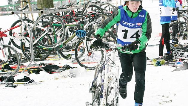 Po běhu přesedlali závodníci na kolo.