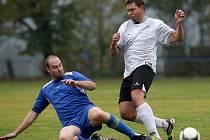Fotbalisté Zásady (v bílém) porazili Rokytnici 2:1.