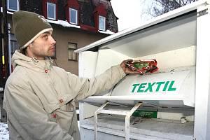 Kontejner na textil. Ilustrační snímek.