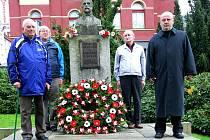 V Tanvaldu proběhl v úterý odpoledne pietní akt na náměstí T. G. Masaryka.