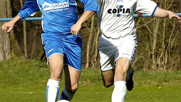 Nejagilnější v Zásadě domácí hráč Čech (vlevo)