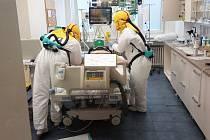 Do Krajské Nemocnice Liberec dodala společnost Malina-Safety několik setů jednotky CleanAIR® MedicAER a kukly CA-10.