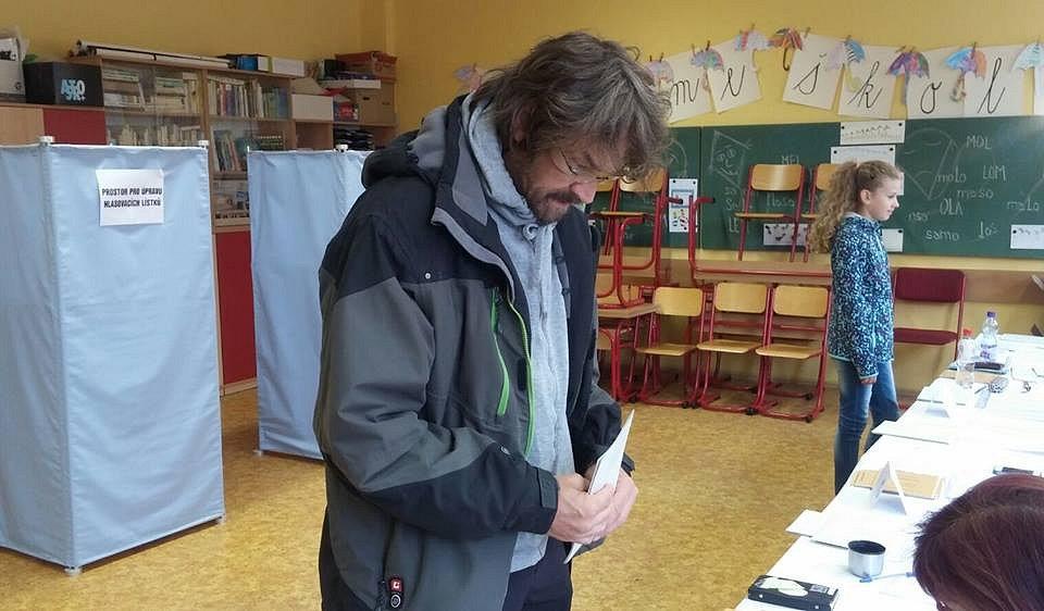 V Jablonci odvolil i český zpěvák Dan Bárta.