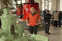 Pedagogové si prohlédli i malou vodní elektrárně Spálov na Semilsku.