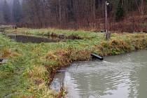 V pozadí nádrž s vodou z potoka Štebrovského, ve předu z potoka Žernovník