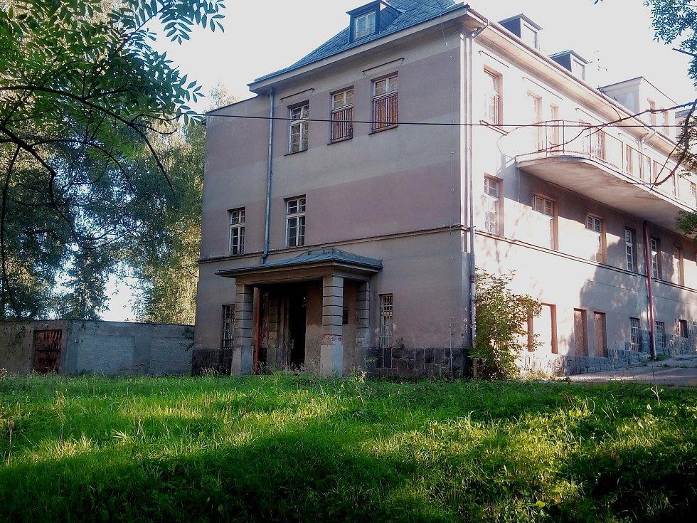 Areál bývalé dětské nemocnice v jablonecké Bezručově ulici.