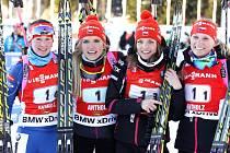 V italském sportovní středisku Anterselva ve velmi těžkém závodě získala naše štafeta (na snímku zleva): VERONIKA VÍTKOVÁ, GABRIELA SOUKALOVÁ, JITKA LANDOVÁ, EVA PUSKARČÍKOVÁ stříbro.