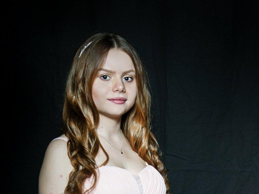 KATEŘINA POPELKOVÁ 16 LET.Soutěžící dívka č. 30 studuje VOŠMOA.