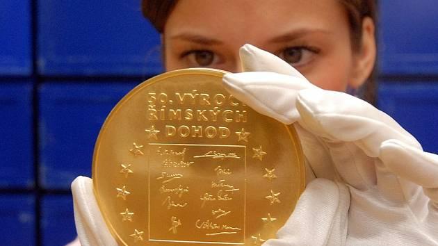 Obrovský zájem vzbudila jednokilová medaile z ryzího zlata.