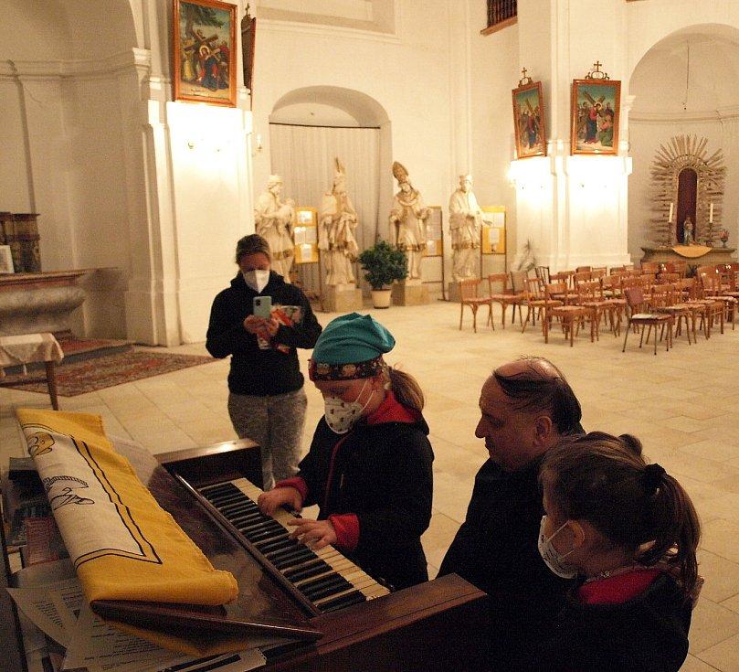 Noc kostelů ve smržovském kostele svatého Archanděla Michaela.