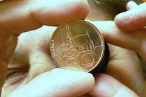 Jablonec se stal mincovním městem České republiky. České koruny tu razí dvacet let.