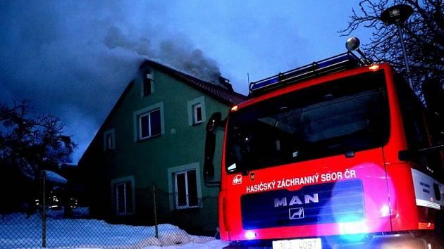 Jednotka byla 16. prosince před 16. hodinou povolána na požár nízké budovy v Lučanech nad Nisou, na místě již zasahovalo HZS Jablonec n/N a místní jednotka. Naše jednotka na místě prováděla zásah v dýchací technice, rozebírání střešní konstrukce, hašení.