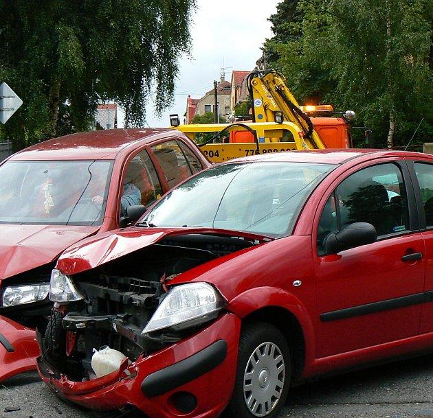 K dopravní nehodě došlo v Jablonci na křižovatce ulic Táboritská a Pod Hájem v pondělí 22. června krátce po šesté  hodině odpoledne. Toto místo patří k nebezpečným úsekům.