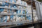Nákladní auto plné plastů. Foto:  Celní úřad pro Liberecký kraj