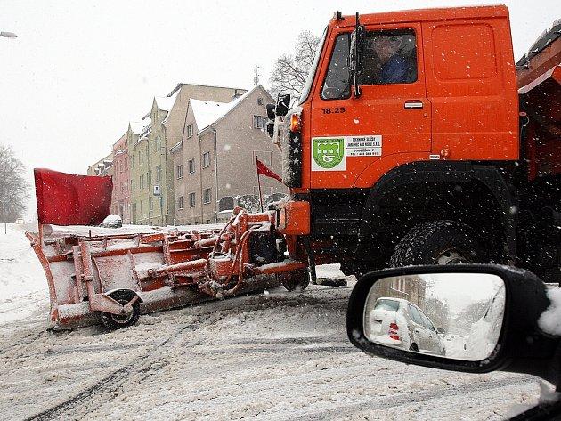 S dvaceti centimetry spadaného sněhu si musel poradit technické služby Jablonec