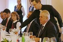 Miloš Zeman na obědě v Císařských lázních v Teplicích