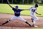 Mistrovství Evropy v baseballu 2012 odstartovalo. Česká reprezentace porazila v úvodním duelu Slovensko (v modrém) 10:0.