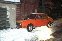 V neděli ve dvě hodiny ráno došlo na silnici ve Zlaté Olešnici k dopravní nehodě. Muž z Tanvaldu jedoucí s vozidlem Š 120 nezvládl průjezd levotočivé zatáčky.
