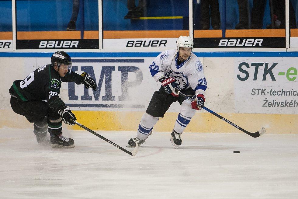 Utkání 42. kola 2. ligy ledního hokeje skupiny Západ se odehrálo 21. února na zimním stadionu v Jablonci nad Nisou. Utkaly se týmy HC Vlci Jablonec nad Nisou a HC Draci Bílina. Na snímku vpravo je Tomáš Brokeš.