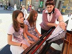 Klavír pod širým nebem - akce ZUŠ Jablonec