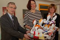 Tyto panenky vytvořili senioři jako poděkování pracovníkům Dětskému oddělení nemocnice Turnov