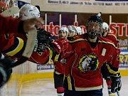 Druhý zápas čtvrtfinále play off 2. ligy ledního hokeje skupiny Západ + Střed se odehrál 14. března 2017 na Jabloneckém zimním stadionu. Utkaly se celky HC Vlci Jablonec nad Nisou a HC Tábor. Na snímku Jiří Babec.
