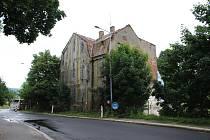 Dvoupatrová vila architekta Johanna Schwalma v Lipanské ulici u autobusového nádraží půjde k zemi.