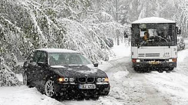 173871f4c Předpovědi se vyplnily. Ve čtvrtek začalo na Jablonecku hustě sněžit.