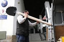 Ze Zásady v pondělí vyjela dodávka s humanitární pomocí do Dolních Habartic.