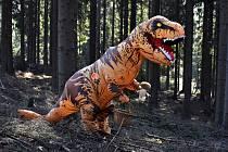 V třineckém lesoparku se mohou děti vydat Po stopách dinosaurů.