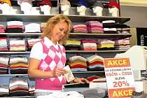 V centru Jablonce na Mírovém náměstí, přímo naproti radnici, vyzdobili obchod se sportovním zbožím Kerbo letáky s akcí. Kdo přinese volební lístky ČSSD a KSČM dostane 20 % slevu.  Akce se nekonala jen před volbami, ale potrvá až do 1. června včetně.