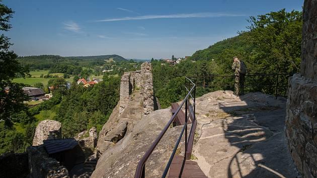 Zřícenina hradu Frýdštejn. Ilustrační foto.