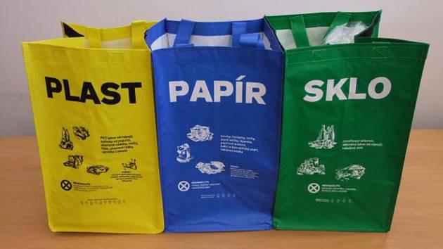 Ilustrační snímek. Tašky na odpad.