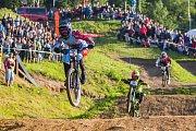 Finále závodu světové série horských kol ve fourcrossu, JBC 4X Revelations, proběhlo 15. července v bikeparku v Jablonci nad Nisou. Na snímku vlevo je Noel Niederberger.