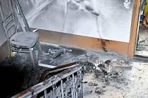 Ve třípatrovém domě vedle Eurocentra hořel nábytek uložený na chodbě.