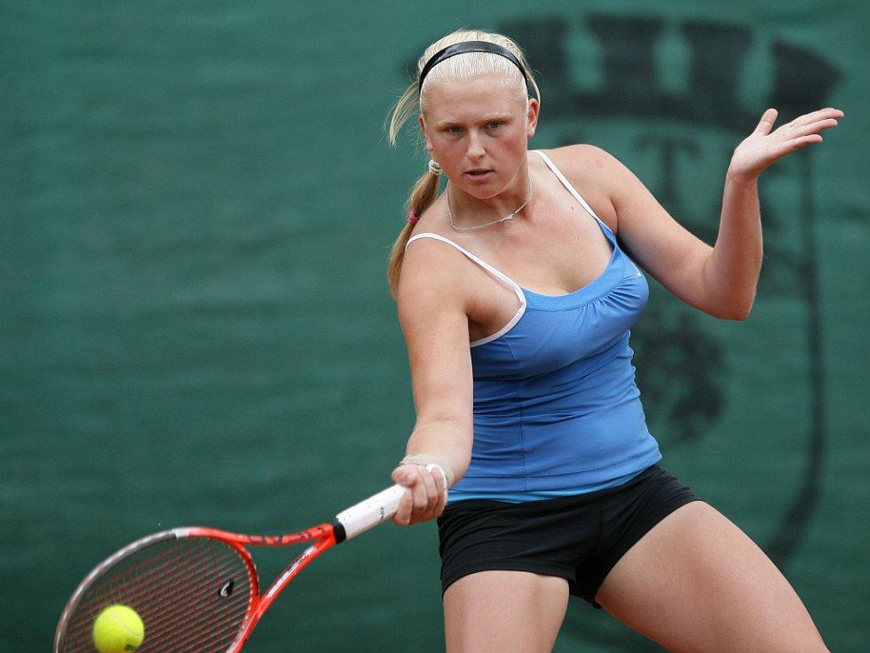 Mezinárodní tenisový turnaj žen Jablonec Cup 2012 vstoupil do hlavní soutěže. Na snímku Jana Matoušková z České republiky.