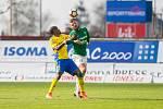 Zápas 23. kola 1. fotbalové ligy mezi týmy FK Jablonec a FC Fastav Zlín se odehrál 9. dubna na stadionu Střelnice v Jabloneci nad Nisou. Na snímku zleva Dame Diop a Vít Beneš.