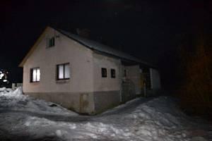U požáru domku v obci Příkrý zasahovali v noci hasiči.