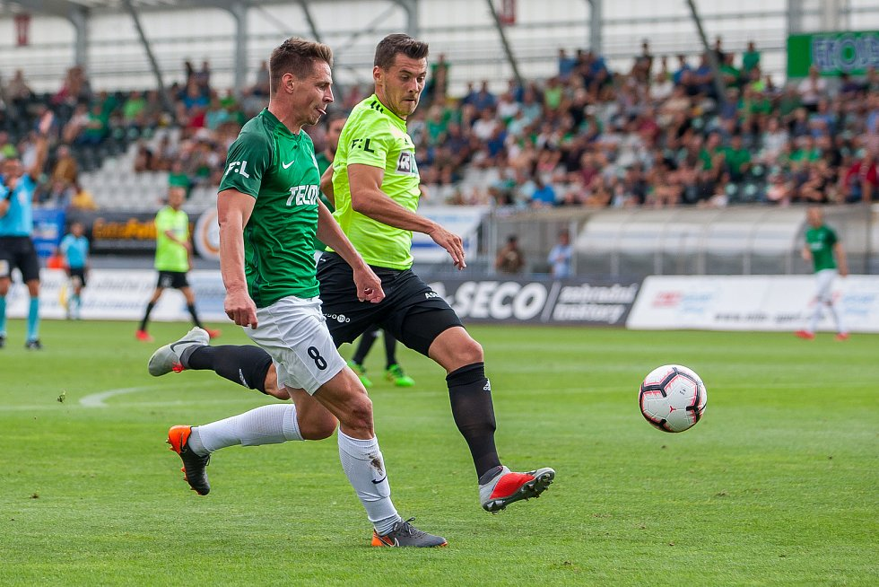 Zápas 4. kola první fotbalové ligy mezi týmy FK Jablonec a MFK Karviná se odehrál 11. srpna na stadionu Střelnice v Jablonci nad Nisou. Na snímku vlevo Lukáš Masopust.